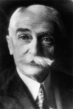 Barão Pierre de Coubertin.